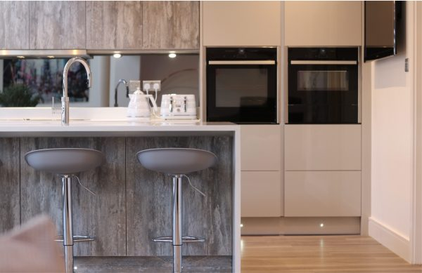 Contemporary Kitchen in Driftwood Light Grey & Ultragloss Light Grey