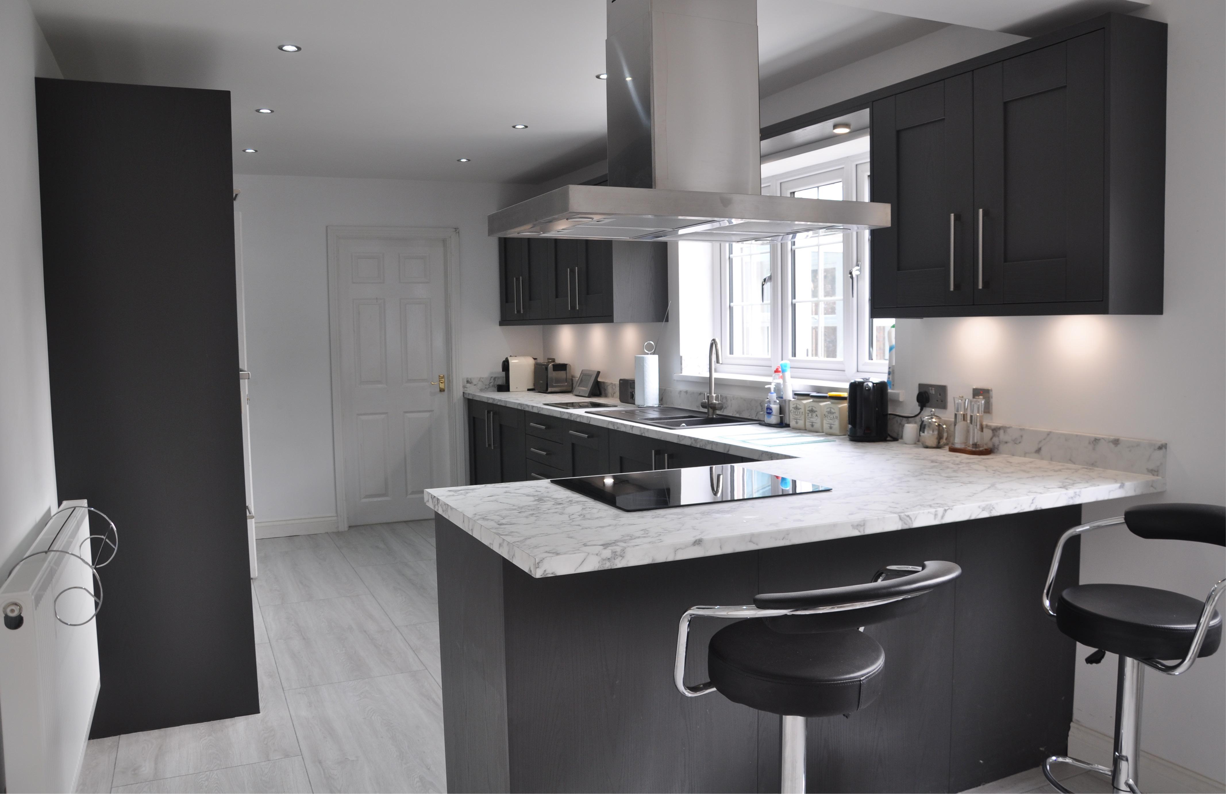 Oakgrain Graphite Wilton Kitchen