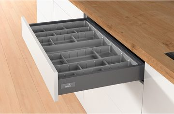 Full range of cuttlery/organiser trays with adjustable dividers
